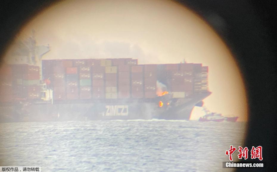 加拿大附近海域一载有化学品货船起火