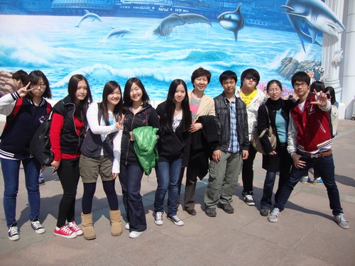 高一班参观海洋馆;; 北京汇文中学国际部组织华裔学生开展环保主题