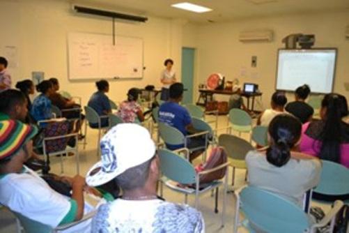 驻密克罗尼西亚联邦中使馆妇女小组访密大学中文班