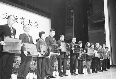 """内有政策支持外有""""汉语热"""" 华文教育迎来春天"""