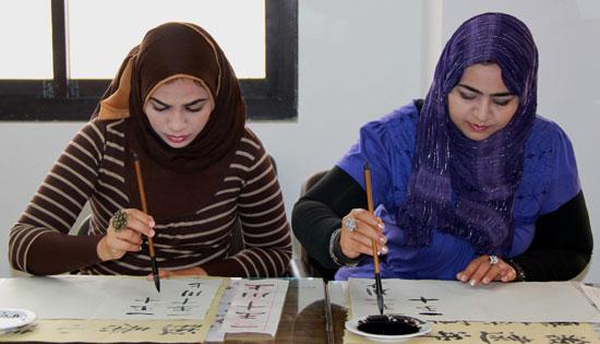 埃及苏伊士运河大学孔子学院开设书法选修课