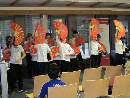 德慕尼黑孔子学院与当地国际学校联办春节联欢会