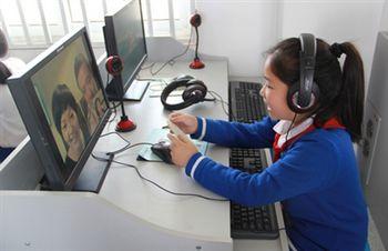 温州华教基地为华裔学生开设亲子在线聊天室