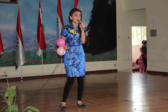 塔吉克斯坦国立民族大学孔子学院举行中文歌赛