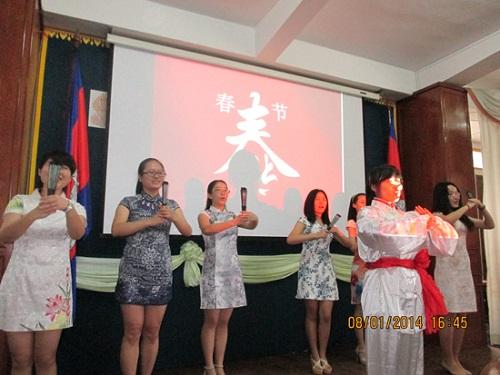 柬埔寨孔子学院走进参议院举办中国春节文化活动