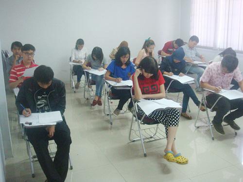 印尼哈山努丁大学孔子学院举办2014首场HSK考试
