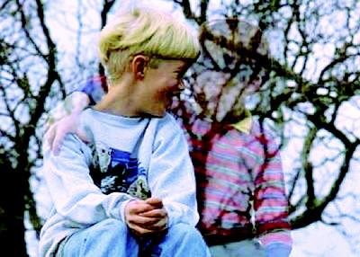 孩子对空气说话 助益成长图片