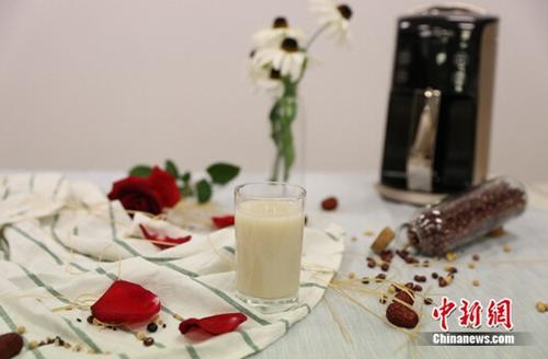 女人想变美、延缓衰老到底该喝豆浆还是牛奶?