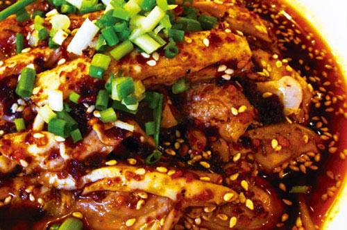 鸭皮蘸白糖的口感有点像小时候吃猪油渣,酥则酥矣但是不香,包饼吃图片