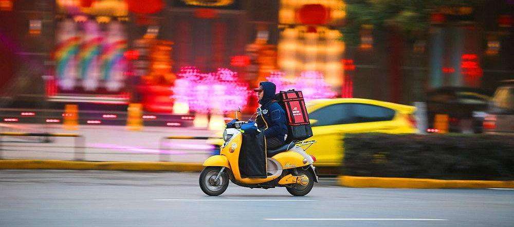 广州:外卖小哥三次交通违法将被辞退