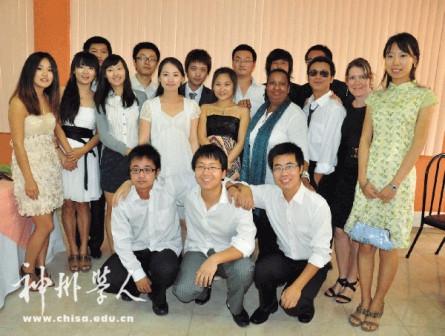 学校为平均每20个中国留学生安排一位西语教师,一位生活老师及语音师