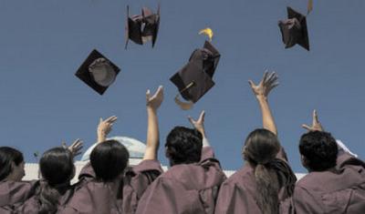 """中国学生攻读MBA热潮蔓延美国 成美大学""""救星"""""""