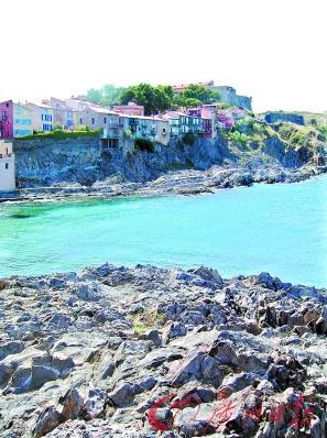 沙滩城堡彩色简笔画