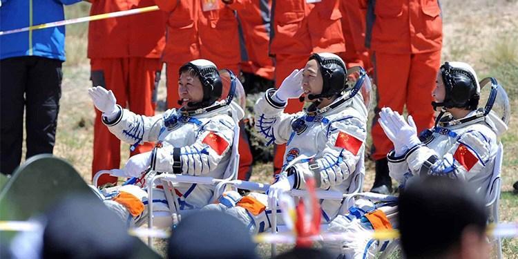 """三分钟看航天英雄如何""""炼成"""""""