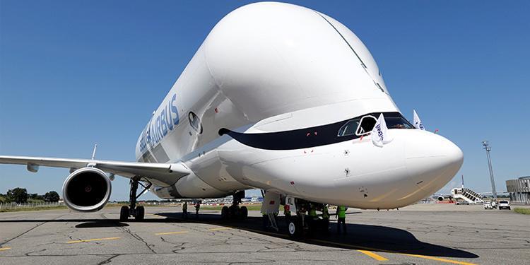 """外形丑萌的""""超级大白鲸""""运输机首次试飞"""