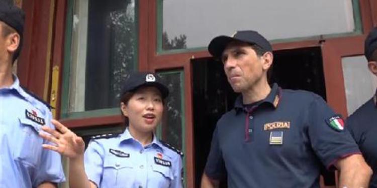 意大利警员颐和园巡逻