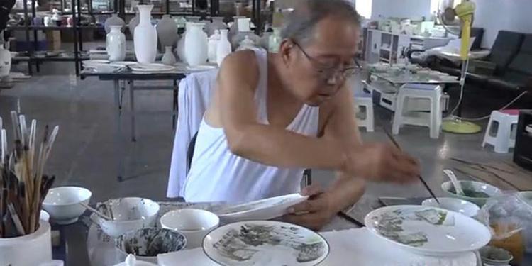 七旬老人坚守山西阳城法花陶瓷制作工艺