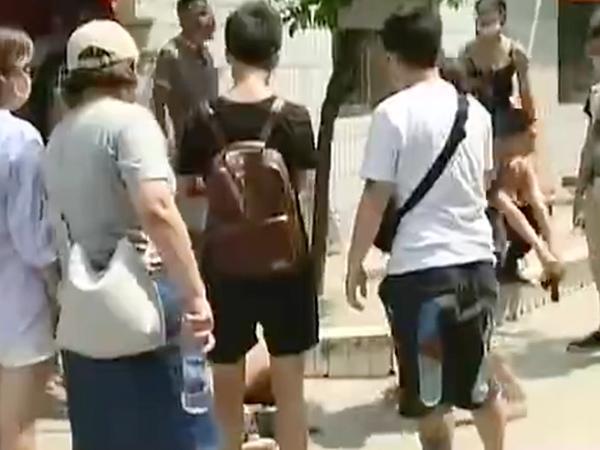 巨人v巨人虐狗视频牟利被当街裸体群殴-中国新男子美女吃图片