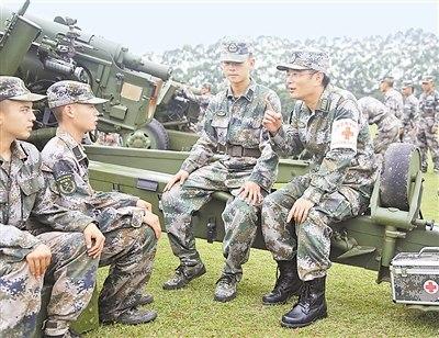 南京军区鼓浪屿疗养院专家到某部为官兵巡诊