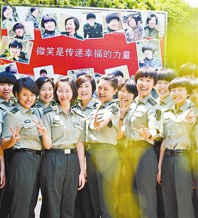 沈阳军区某团二连制作笑脸墙 引导官兵相互点赞