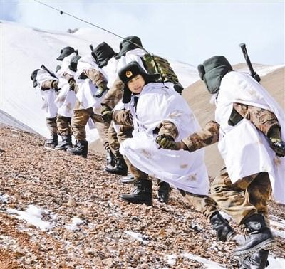 山里部队巡逻展板