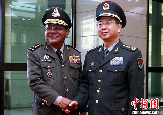 解放军总参谋长房峰辉与柬埔寨王家军总司令会谈