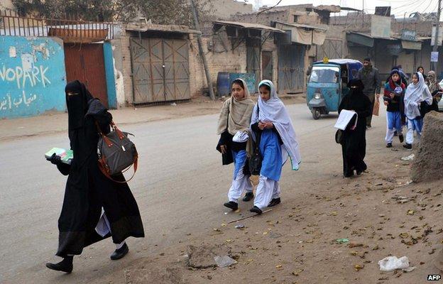 巴基斯坦遭塔利班袭击军校开课建2.4米安全墙