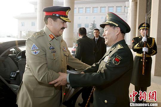 解放军副总参谋长戚建国与巴基斯坦陆军参谋长会谈