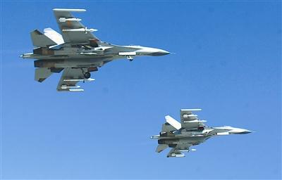 兰空航空兵某师重型战机开展空战对抗训练(图)