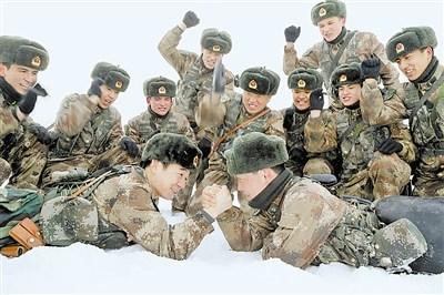 硕士营长博士教导员与战士同训同苦练成先进(图)