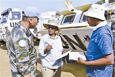 中国维和步兵营首批装备物资运抵南苏丹任务区