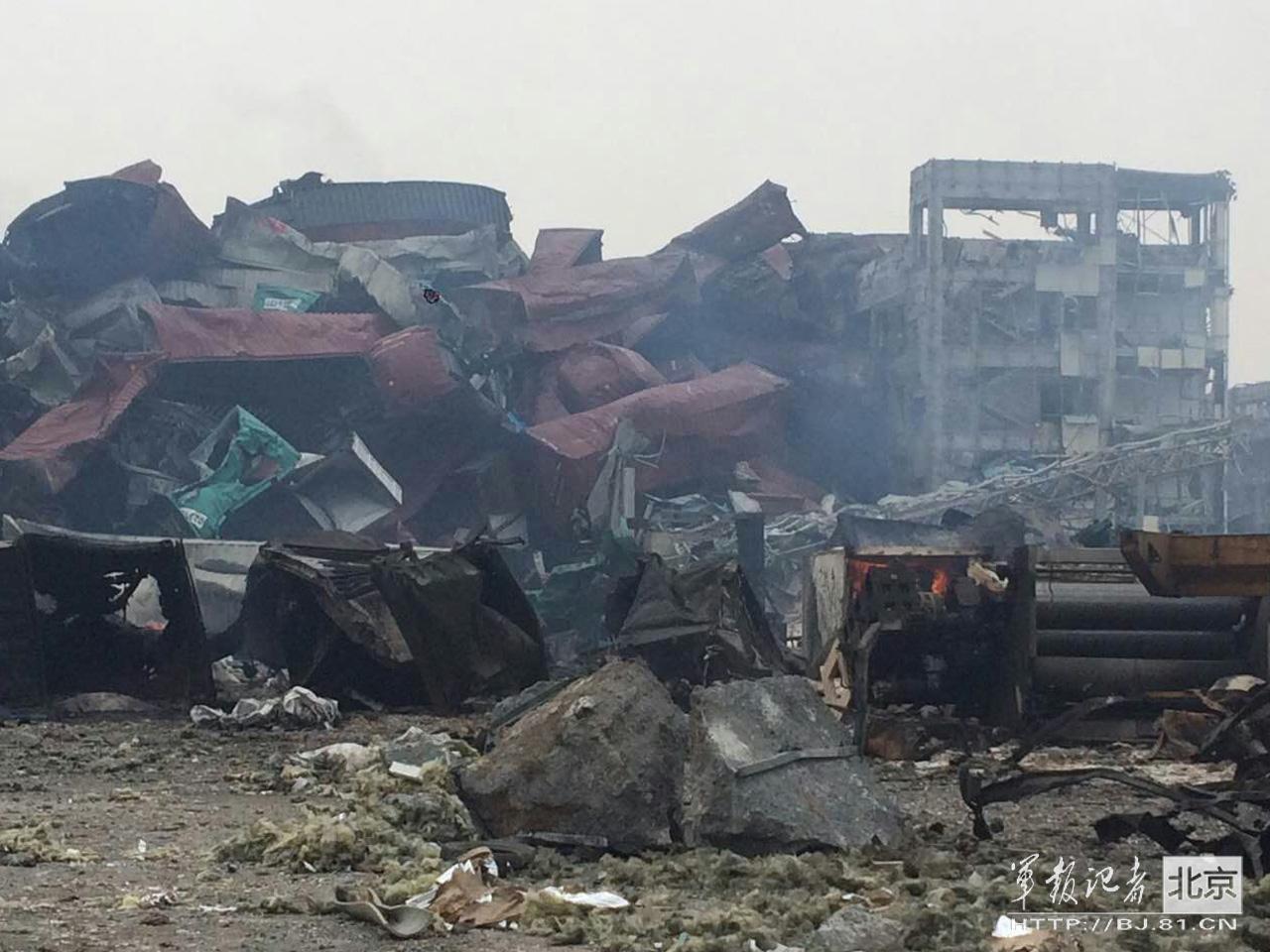 官兵進入天津爆炸核心區域現場仍有明火(圖)