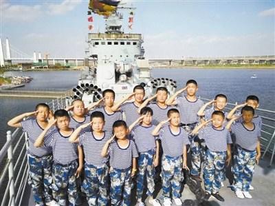 黄河老舰!宁夏小学生国防教育登退役银川舰(图)
