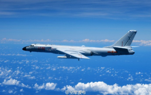 中国空军多型战机同时飞越巴士海峡宫古海峡图片
