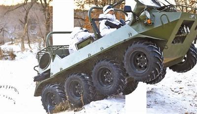 特战女兵驻守高寒边疆-30℃雪地开全地形车(图)