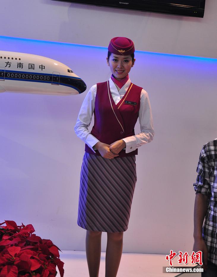 眼球效应:实拍珠海航展上的美女模特与空姐 中