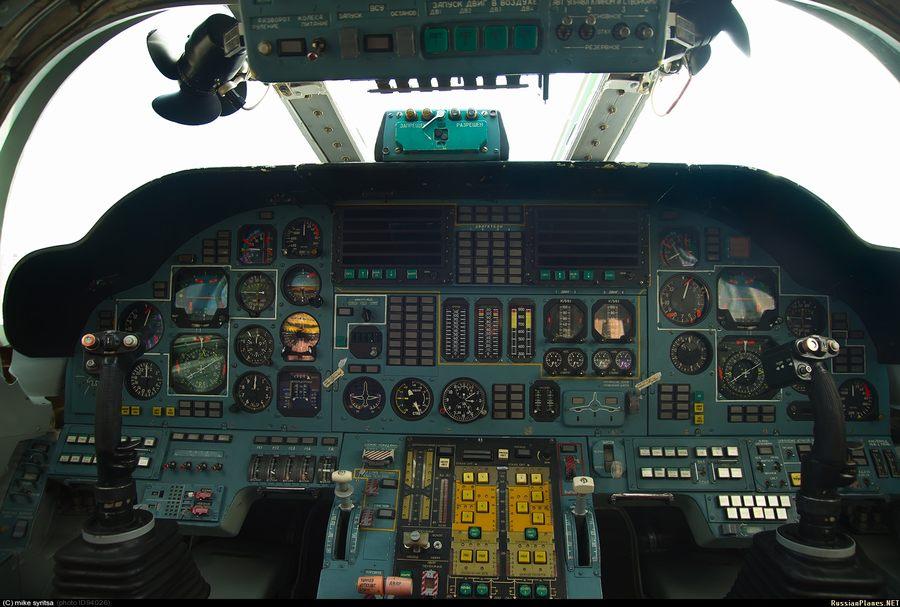 俄军图-160战略轰战机驾驶舱曝光-中新网