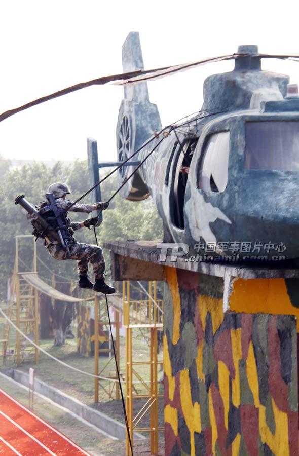 10 飞机 直升机 590_900 竖版 竖屏
