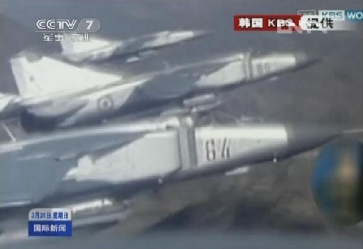 金正恩观看朝军演习 米格-23战机罕见亮相