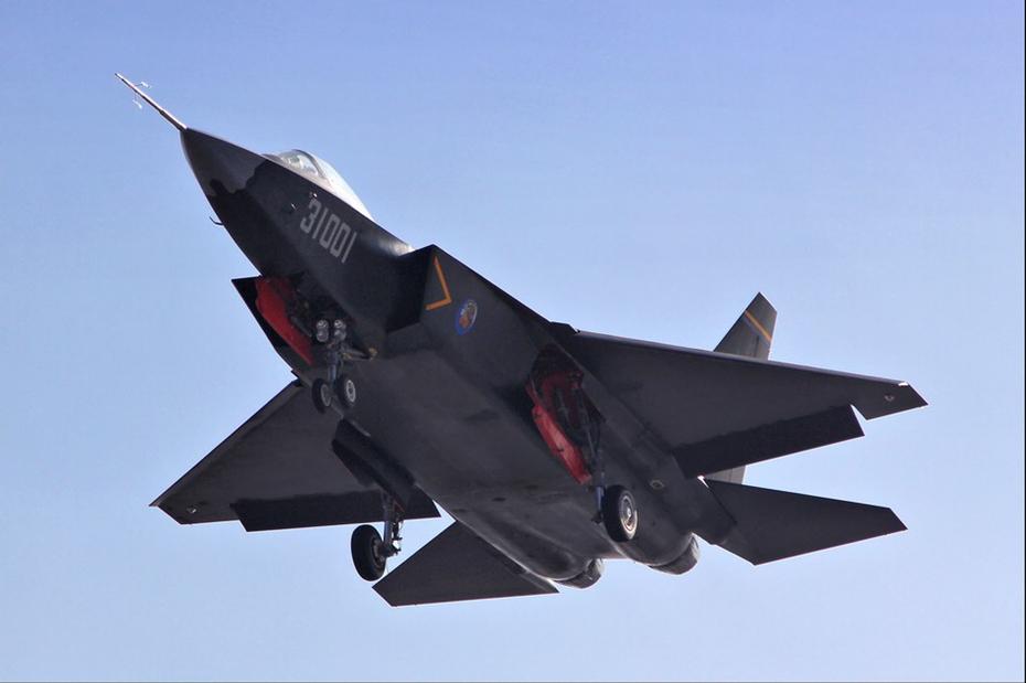 中国国产歼-31隐形机最新试飞图