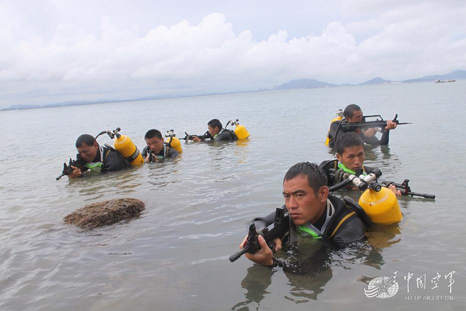 军事频道 军事图库> 高清图  全屏观看 海岛训练