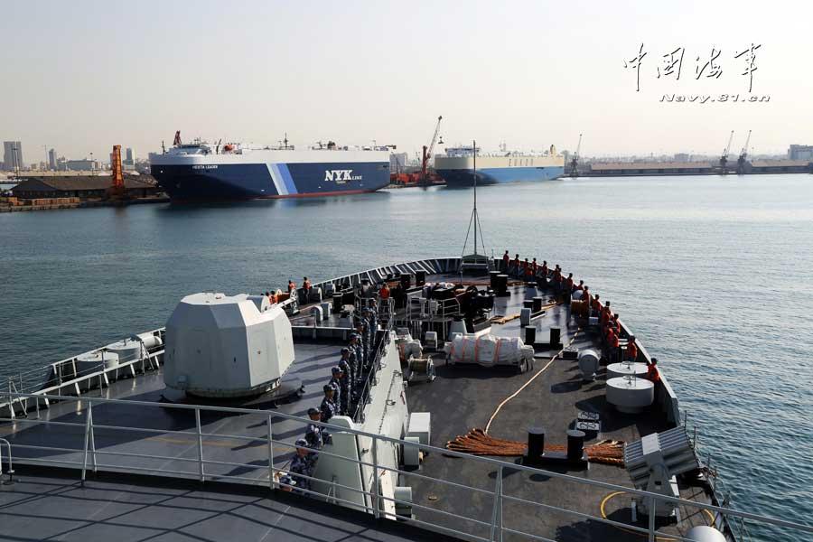 中国海军护航编队停靠沙特吉达港补给休整