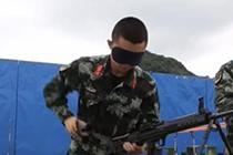 53秒 兵哥哥蒙眼拆装枪
