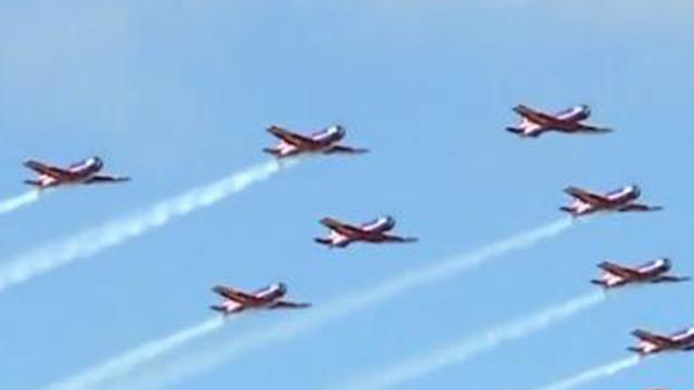 全国最牛开学典礼来了:七种战机飞行助阵