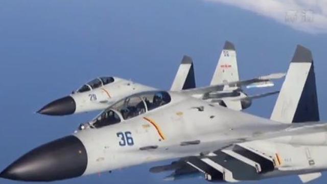 海军在南海某海域开展实弹攻击训练