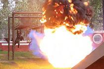 武警特战训练火球身边爆开