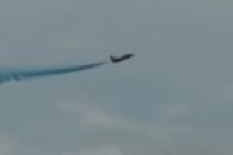 中国空军八一飞行表演队上演空中芭蕾