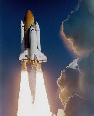 """美国""""哥伦比亚""""号航天飞机从佛罗里达州肯尼迪航天中"""