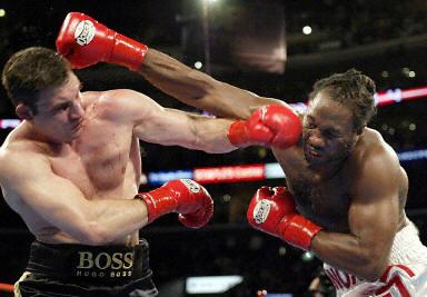 令人关注的世界重量级拳王刘易斯与挑战者维塔利-克