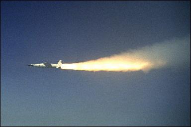 美国超音速喷气式飞机试飞成功